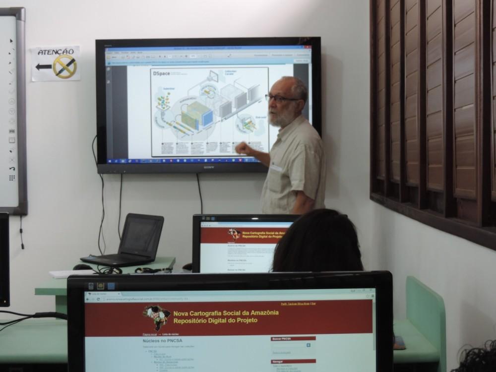 O treinamento ocorreu no laboratório da UEMANET/UEMA equipado com computadores necessários para realização do curso