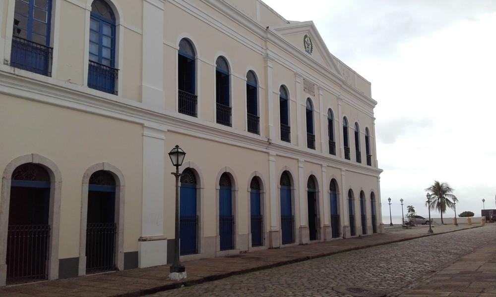 A -  Vista externa da Casa do Maranhao