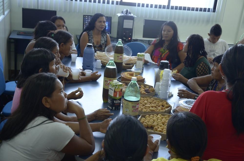 """""""Café-da-Manhã Reflexivo"""" no PNCSA. Maria Alice Karapanã, Claúdia Baré e Mulheres Yanomami."""